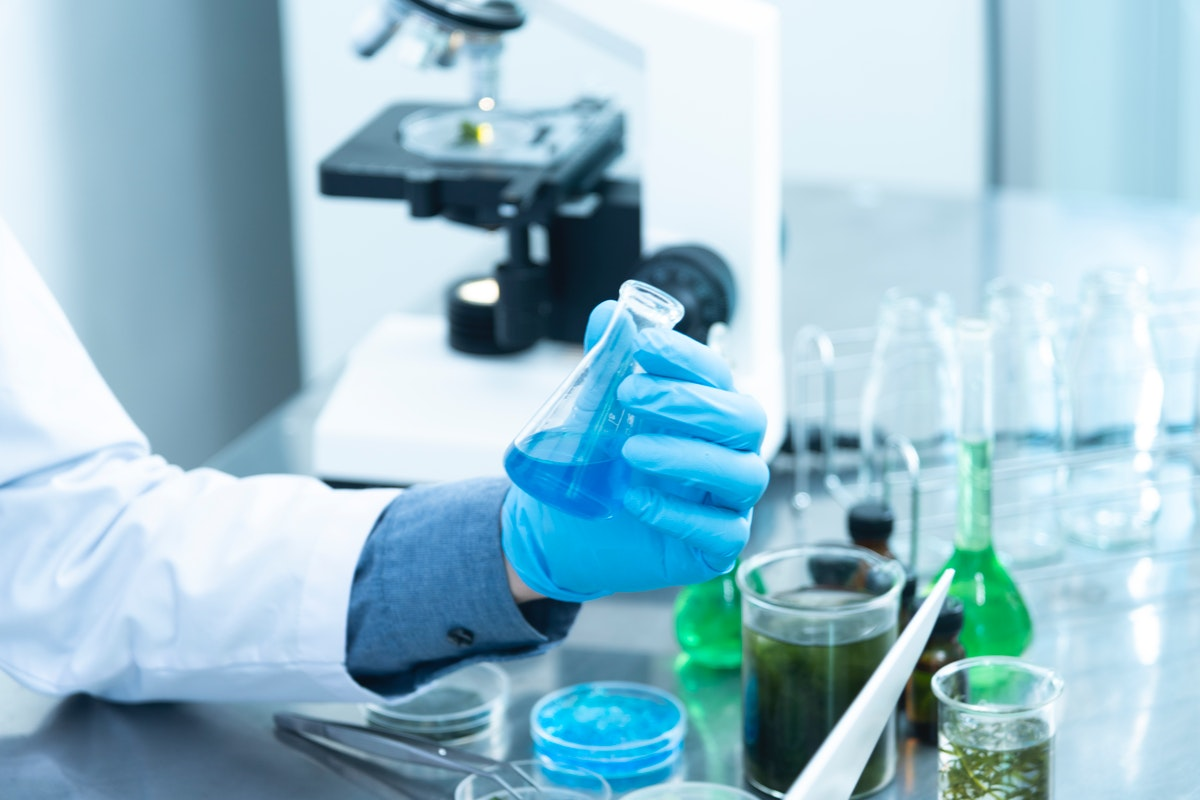 What Qualities Do I Need to Work in a Medical Lab Facility